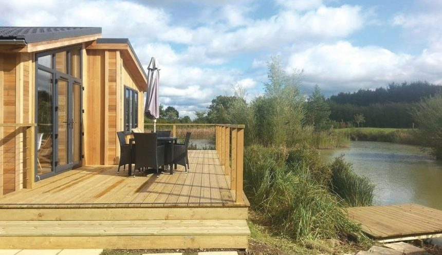 Weybread Lakes Lodges Exterior