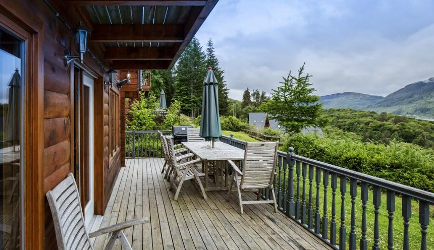 Lodges on Loch Ness Deck