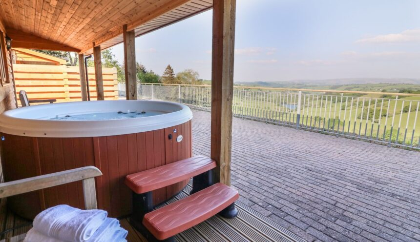 The Firs, Llanidloes - Hot Tub